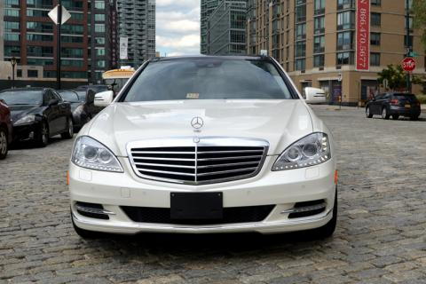 Mercedes S550 limousine in New York