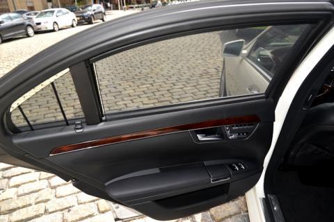 Mercedes S500 limousine in Manhattan
